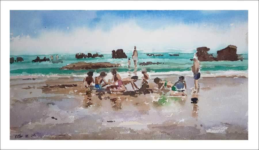 Niños jugando en la playa de Noja