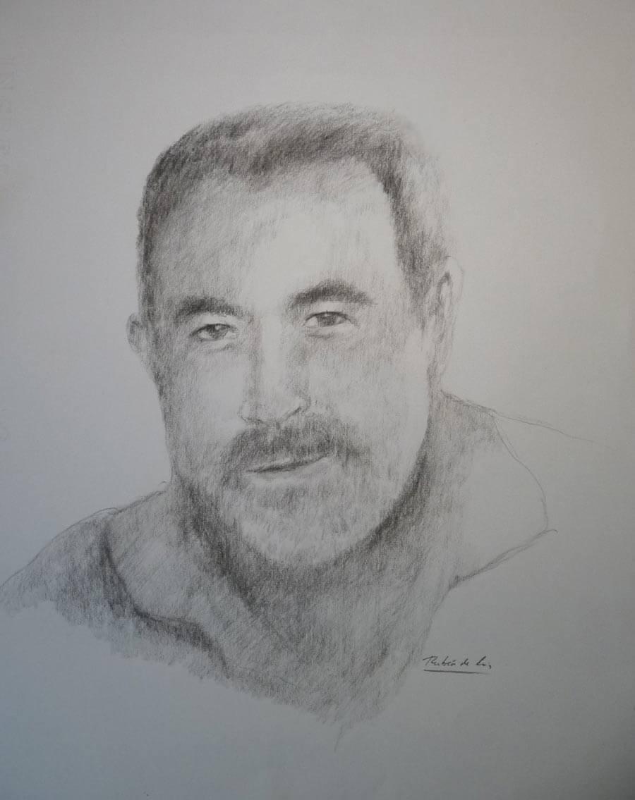 Retrato de un hombre a carboncillo