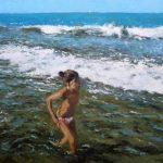 Niña en la orilla del mar