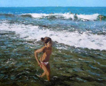 Niña caminando por la orilla del mar, oleo sobre lienzo.